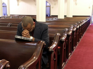 black_man_praying_in_church3